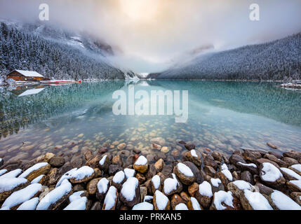 Lake Louise est un lac glaciaire dans le parc national de Banff en Alberta, Canada. Banque D'Images