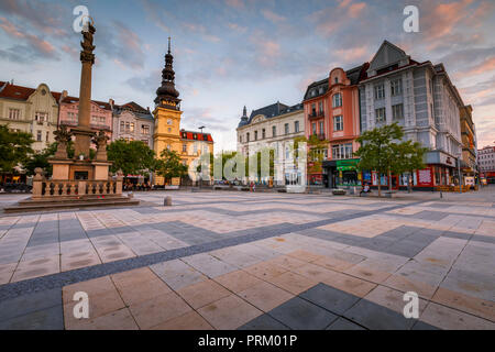 Ostrava, République tchèque - Le 21 août 2018: vue sur la place principale de la vieille ville d'Ostrava au coucher du soleil. Banque D'Images