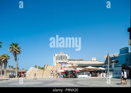 Israël, Tel Aviv - 24 septembre 2018: square Atarim vu de la tayelet promenade Banque D'Images