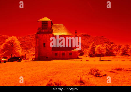 L'image infrarouge, France, Hautes Alpes, exemple de l'image IR numérique, avant la transformation. Filtre IR NIKON 850 Banque D'Images