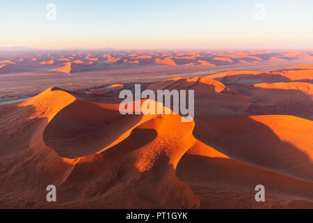 L'Afrique, la Namibie, le désert de Namib, Namib-Naukluft National Park, vue aérienne du désert de dunes Banque D'Images