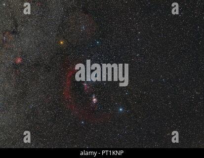 L'astrophotographie, constellation Orion avec nébuleuses et différentes couleurs des étoiles Banque D'Images