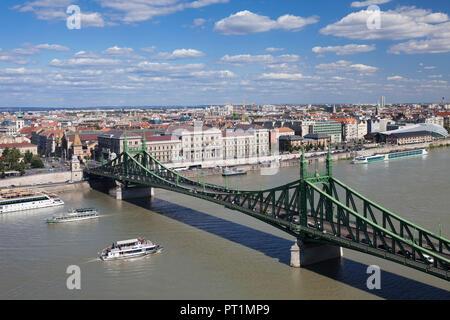 Pont de la liberté sur Danube avec vue sur Pest, Budapest, Hongrie Banque D'Images