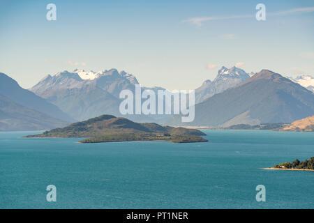 Vue du Bennets Bluff Lookout sur le lac Wakatipu, les porcs et les îlets Pigeon et Mt aspirant NP, Mont Creighton, Queenstown Lakes District, région de l'Otago, île du Sud, Nouvelle-Zélande, Banque D'Images