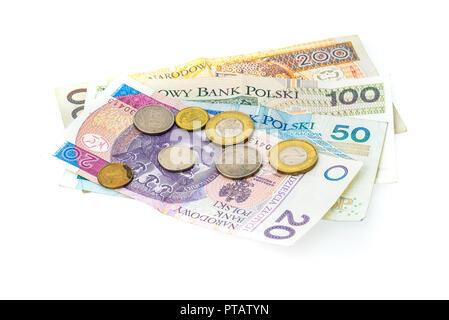 Polish zloty billets de banque, argent, monnaie de Pologne isolé sur blanc. Différents projets de papier polonais et polonais pose des pièces au hasard sur fond blanc Banque D'Images