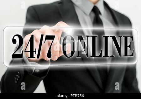 Bouton en ligne 24/7 sur l'écran virtuel. Banque D'Images