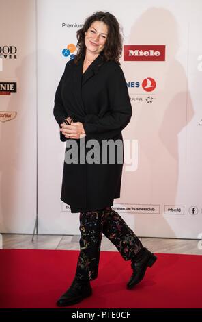 Francfort, Allemagne. 09 octobre 2018, Hessen, Frankfurt Main_: Sabine Vitua, actrice, est debout sur le tapis rouge. Salon du livre de Francfort (10 octobre au 14 octobre 2018) est la plus grande foire du livre au monde. La Géorgie est l'invité d'honneur à la 70e foire du livre de Francfort. Photo: Andreas Arnold/dpa Banque D'Images