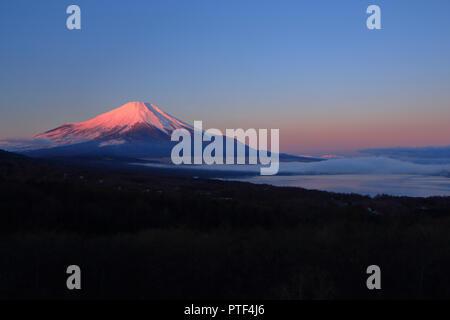 Le Mont Fuji et le lac Yamanaka Banque D'Images