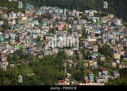 Belle vue de la ville de Gangtok, capitale du Sikkim, Etat du nord de l'Inde. Banque D'Images
