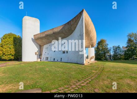 Chapelle Notre Dame du Haut construite par l'architecte Le Corbusier en 1955 à Ronchamp, Bourgogne-Franche-Comté, France Banque D'Images