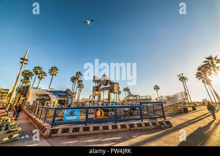 Venise, CA, USA - 03 novembre, 2016. Célèbre Muscle Beach au coucher du soleil Banque D'Images