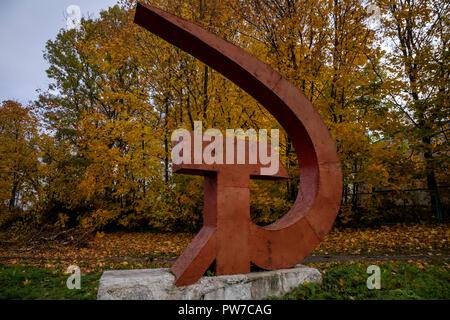 """Cette stèle est """"marteau et la faucille"""" installé sur la rue Moskovskaya Pereslavl-zalesski en ville de Yaroslavl Region, Russie Banque D'Images"""