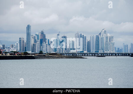 Panama City skyline vue de la Causeway de Amador, Panama 2018