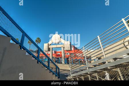 Los Angeles, CA, USA - 03 novembre 2016: gradins dans célèbre Muscle Beach, Venice Banque D'Images