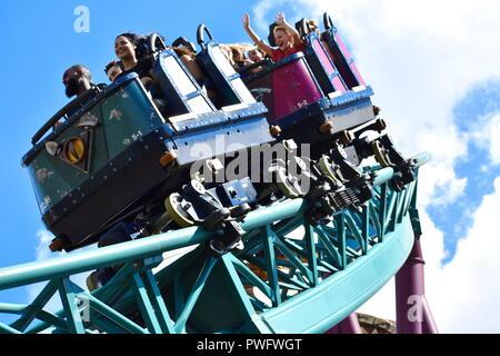 Tampa, Floride; septembre 29,2018. Les jeunes crier pendant un tour à Bush Gardens Rollercoaster. Banque D'Images
