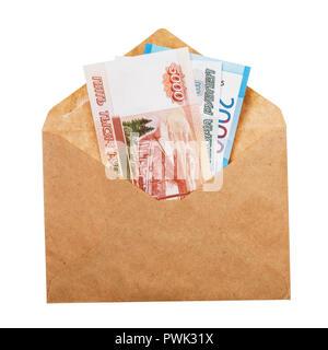 L'argent dans une enveloppe isolé sur fond blanc. Notion de salaire gris Banque D'Images