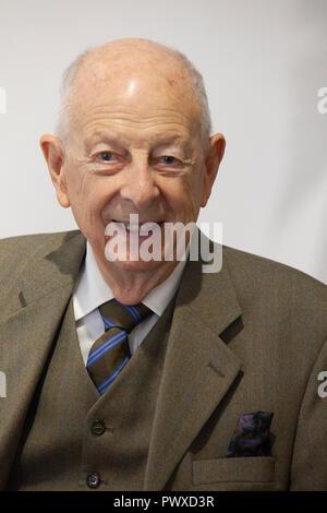 Fauvistes français artiste Andre Brasilier, 90 ans, ont assisté à l'ouverture de son exposition d'oeuvres récentes à l'Opéra Gallery de Londres, accompagnée d'h Banque D'Images