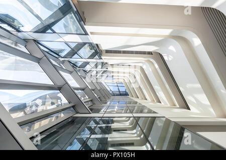 Vue de l'intérieur de l'Innovation du Jockey Club Tower, un immeuble de l'Université polytechnique de Hong Kong, Hong Kong.