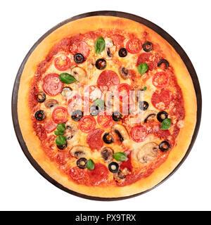 Pizza au pepperoni, isolé sur un fond blanc, avec chemin de détourage Banque D'Images