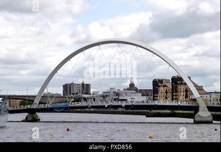 L'un des plus récents de Glasgow de passerelles est appelé l'Arc de Glasgow, mais, connu localement sous le pont aux comme il traverse la rivière Clyde, à un angle à Glasgow. En 2018.