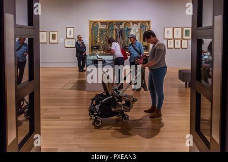 Londres, Royaume-Uni. 22 octobre, 2018. Une rétrospective de peintre préraphaélite Edward Burne-Jones à la Tate Britain. Réputé pour une représentation de beauté inspirée par des mythes, des légendes et de la Bible, Burne-Jones a été un pionnier du mouvement symboliste préraphaélite et la seule d'atteindre d'une reconnaissance mondiale de son vivant. L'exposition réunit 150 œuvres à travers la peinture, vitraux et tapisseries. Il s'étend du 24 Oct 18 - 24 mar 19. Crédit: Guy Bell/Alamy Live News Banque D'Images