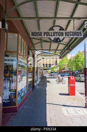 La pollution sonore Records, un magasin le long de la vibrante rue William à Northbridge, Perth, Australie occidentale Banque D'Images