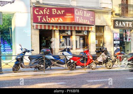 Scène de rue à quartier Malasana à Madrid. Malasana est l'un des quartiers les plus branchés de Madrid