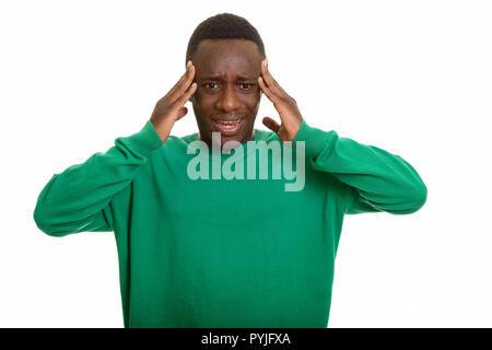 Portrait de jeune homme africain ayant des maux de tête Banque D'Images