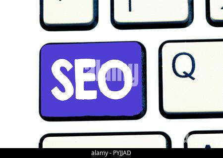 Texte de l'écriture Seo. Sens pratique de concept d'augmenter la quantité et la qualité du trafic vers un site web. Banque D'Images