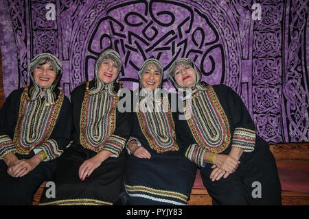 Londres, Royaume-Uni. 28 octobre 2018. Danse yéménite juif à la dix-huitième Danse annuelle autour du Festival mondial de la World Dance 2018 à Londres , un festival communautaire qui célèbre la danse traditionnelle des cultures du monde en encourageant les visiteurs à de regarder et d'essayer par eux-mêmes des formes de danse traditionnelle du monde entier. des styles aussi variés que le Flamenco, Indien, Caraïbes, Europe du sud-est, Tango, Maori, et bien plus encore.un événement entièrement volontaire. Tous les artistes, les enseignants et les organisateurs offrent leurs services gratuitement@Paul Quezada-Neiman/Alamy Live News Banque D'Images