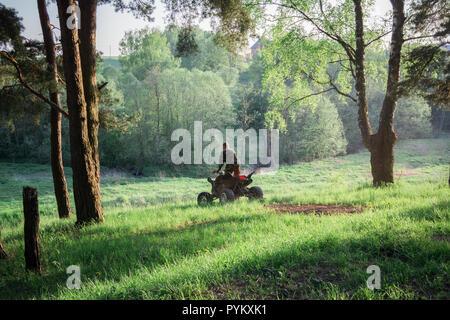 Moscou, Russie - 17 mai 2014: ATV Rider dans l'action sur Honda TRX700XX Banque D'Images