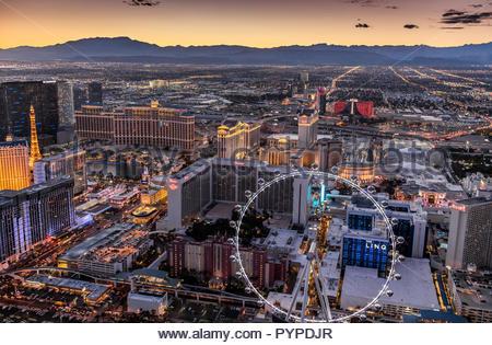 Vue aérienne de soirée partie de Las Vegas High Roller avec en premier plan Banque D'Images