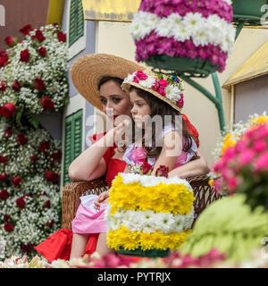 Funchal Madeira, Portugal; - 22 avril; 2018: défilé annuel de la Fête des Fleurs de Madère dans la ville de Funchal sur l'île de Madère. Le Portugal. Banque D'Images