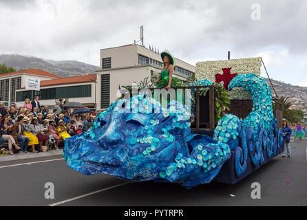Funchal Madeira, Portugal; - 22 avril; 2018: Floral flottent à la Fête des Fleurs de Madère, Parade Funchal, Madère, Portugal Banque D'Images