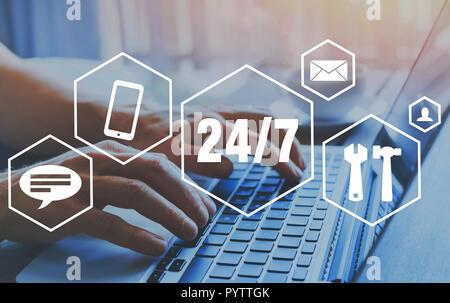 Assistance technique en ligne, l'attention de client 24/7 nonstop Banque D'Images