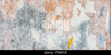 Old weathered fissurée plâtre mur miteux pelé bannière Banque D'Images
