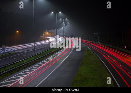 Les feux rouges arrière sur l'autoroute A2 à la sortie d'Amsterdam aux Pays-Bas. Banque D'Images