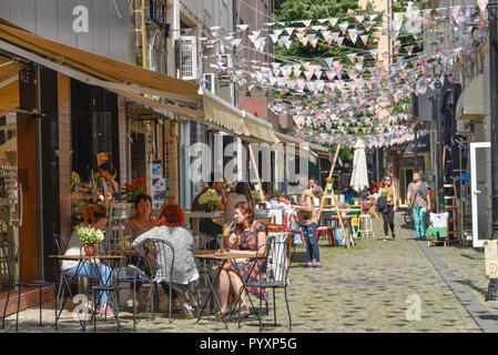 Cafe, Vieille Ville lane, Plovdiv, Bulgarie, Altstadtgasse, Spanien Banque D'Images