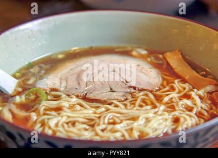 Tranche de porc avec Ramen Banque D'Images