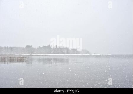 Neige sur le lac Banque D'Images