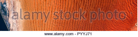 Image satellite haute résolution de rouge du désert du Namib et les dunes de sable d'en haut, vue panoramique vue aérienne, contient des données Sentinel Copernicus modifié[2018] Banque D'Images