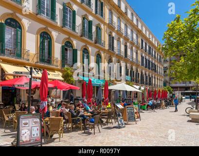 Cafés et restaurants dans la vieille ville, la Plaza de la Merced, Malaga, Costa del Sol, Andalousie, Espagne Banque D'Images