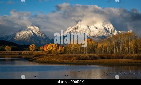 Mont Moran et le Teton vont de l'Oxbow Bend sur la rivière Snake dans le Parc National de Grand Teton, Wyoming.