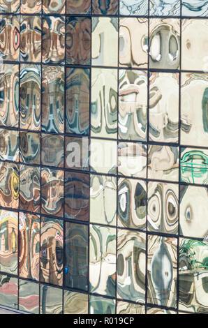 L'altitude de verre moderne de classe d'un bâtiment de bureaux à Wrocław, Pologne. Banque D'Images
