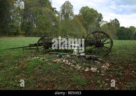 Old weathered wagon utilisé comme décor de triage en milieu rural Virginia Banque D'Images