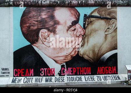 Monument East Side Gallery, Dimitrij Vroubel, frère baiser entre Leonid Brejnev et Erich Honecker, Berlin, Allemagne Banque D'Images