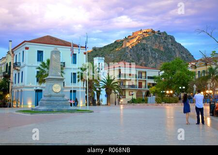 Filelinon et carrés à la tombée de la forteresse de Palamède, vieille ville de Nauplie, l'Argolide, le Péloponnèse, Grèce, Europe Banque D'Images