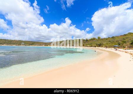 Plage de sable blanc, Half Moon Bay, Antigua-et-Barbuda, les îles sous le vent, Antilles, Caraïbes, Amérique Centrale Banque D'Images