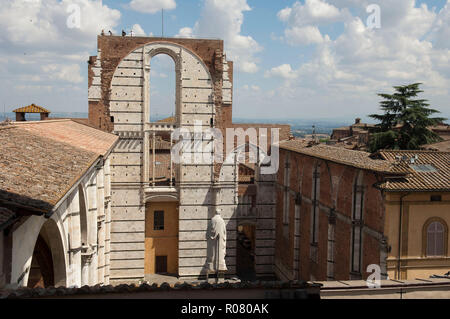 Italie, Toscane, Sienne, Cathédrale de Santa Maria Assunta, du patrimoine mondial de l'UNESCO. façade arrière Banque D'Images