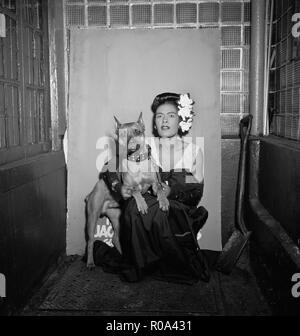 Billie Holiday et Mister, Downbeat Club, New York City, New York, USA, William P. Gottlieb Collection, Février 1947 Banque D'Images